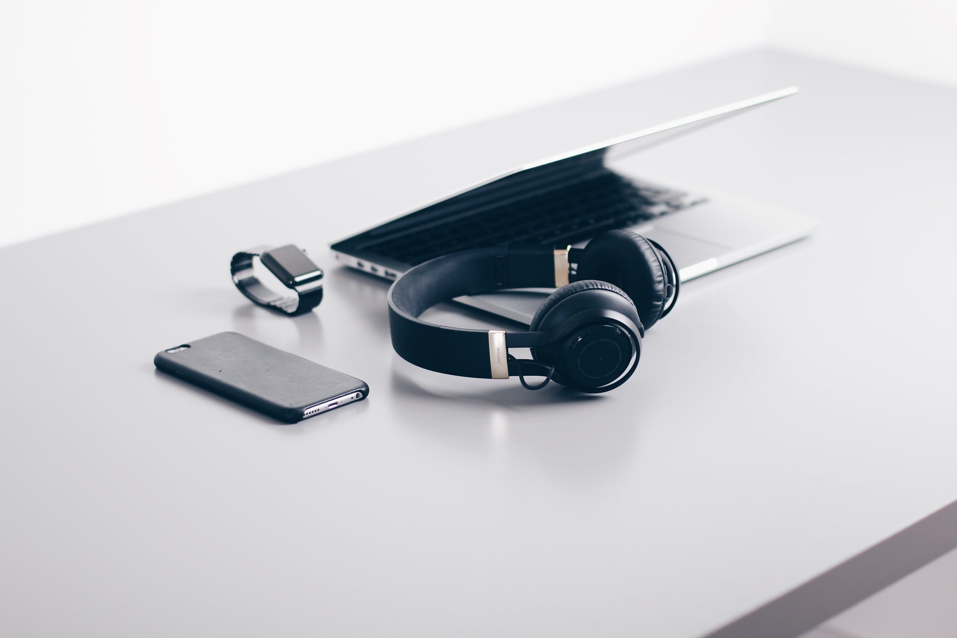 laptop-phone-watch